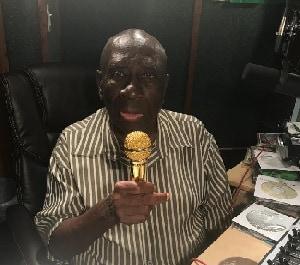 "Veteran Jamaican Broadcaster Gil Bailey Receives ""Golden Mic"" Award"