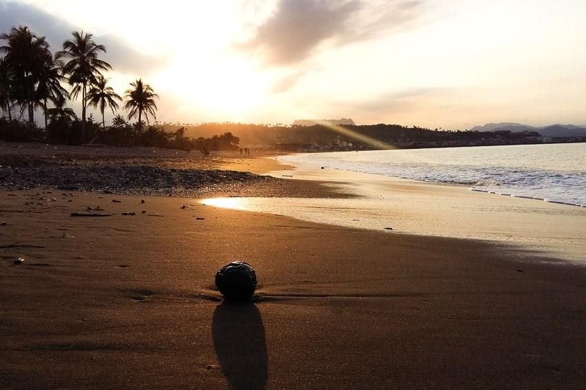 Playa del Miel con el Yunque al fondo Baracoa Cuba