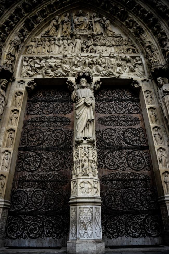 Cổng nhà thờ đức bà