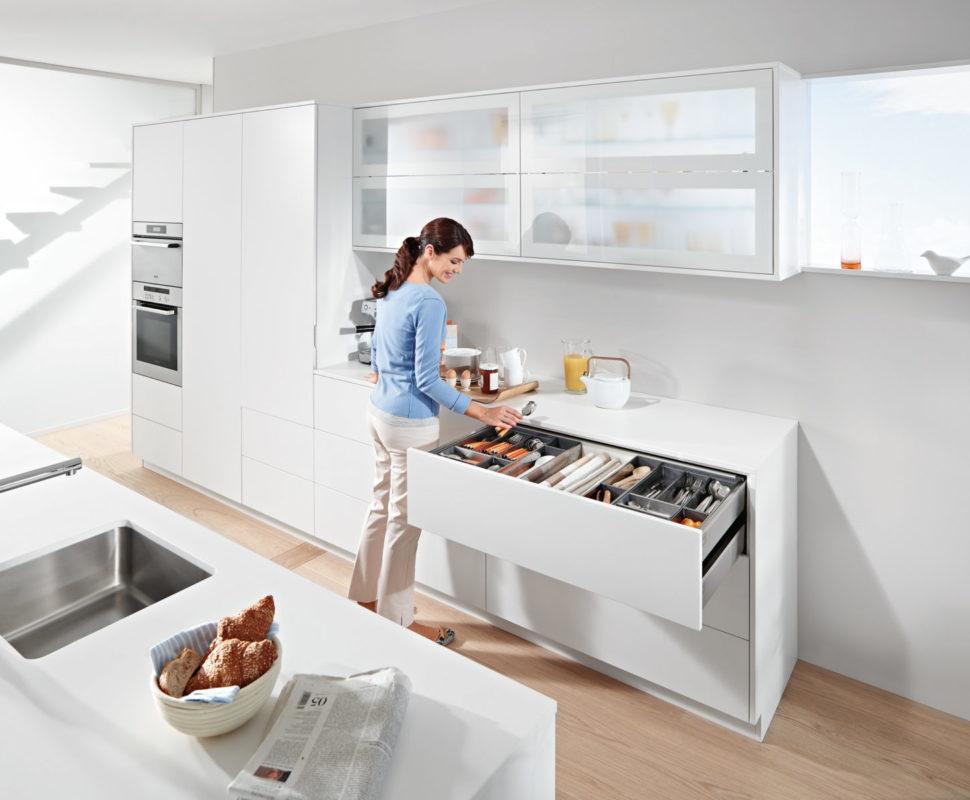 Зберігай посуд, столові прибори та склянки в одному місці, щоб швидко сервірувати стіл