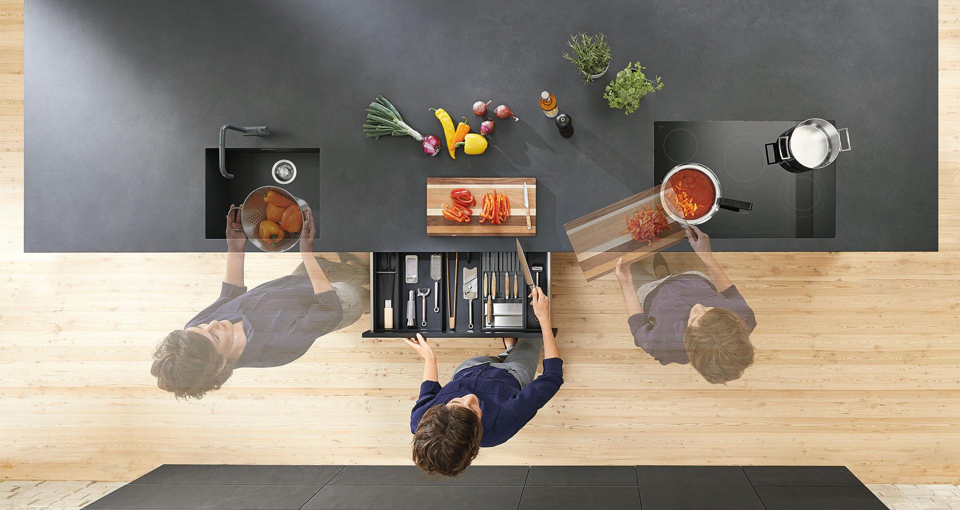 Робота на кухні – це послідовність процесів, які повторюються щодня. Щоб організувати все максимально просто, слід продумати все ще під час проектування