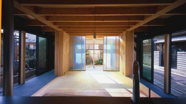 minami-Architekci Ryuichi Ashizawa włączają grób w kształcie jaja w niekonwencjonalny projekt domu w mieści Sakai, w prefekturze Osaka w Japonii.-tomb-ryuichi-ashizawa-architects-niekonwencjonalny projekt domu 01