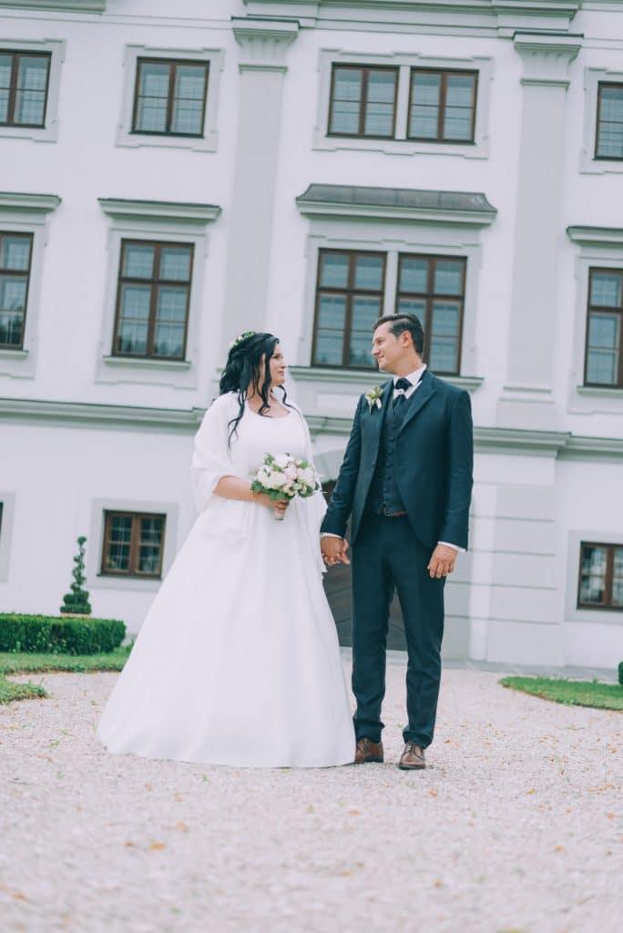 Brautpaar vor dem Schloss Stauff in Frankenmarkt