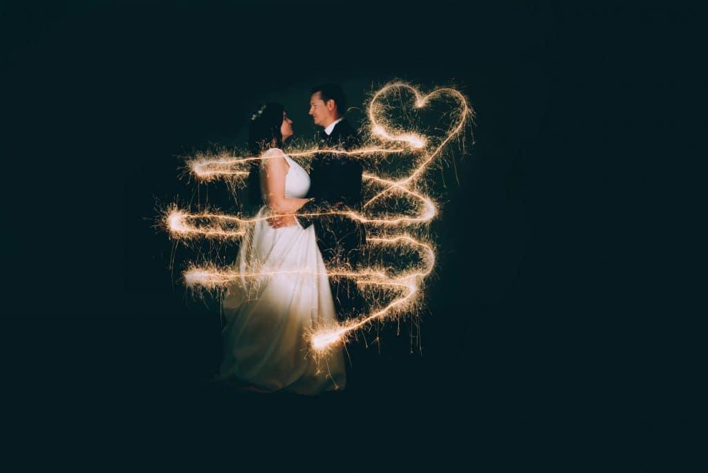 Brautpaar Portrait mit Lightpainting mit Wunderkerzen