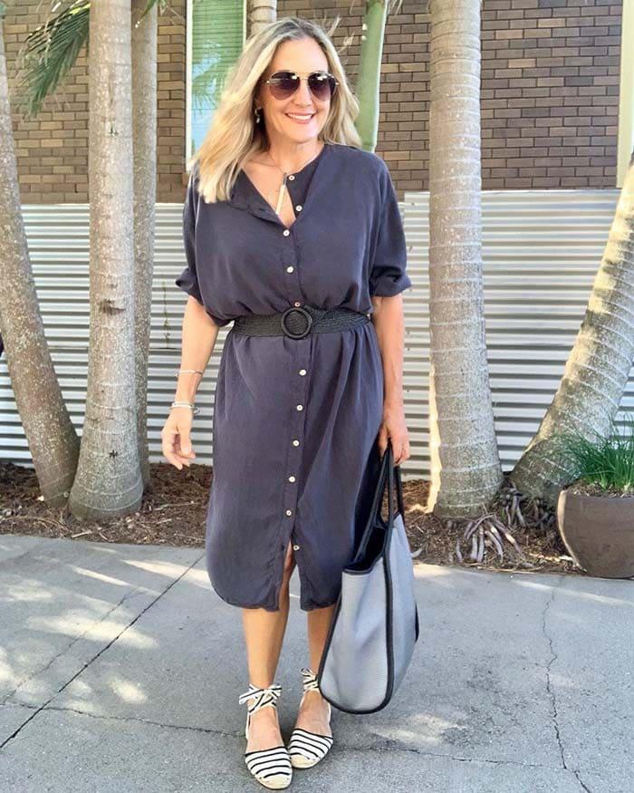 A midi shirt dress for those who like black | 40plusstyle.com