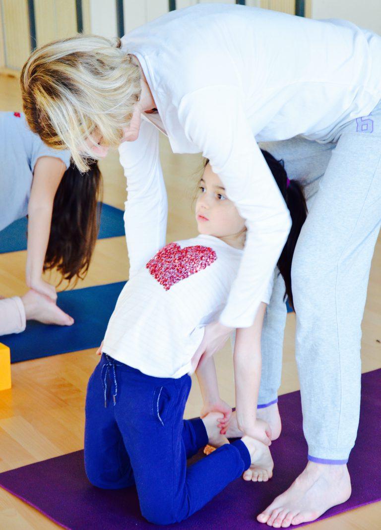 Activité 'Viser l'harmonie, ensemble grâce au Yoga et à l'Acroyoga' par Apprends et Rêve, activités pour enfants et ados à Paris