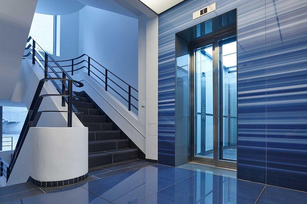 Treppenhaus und Aufzug des WDR Stammhauses