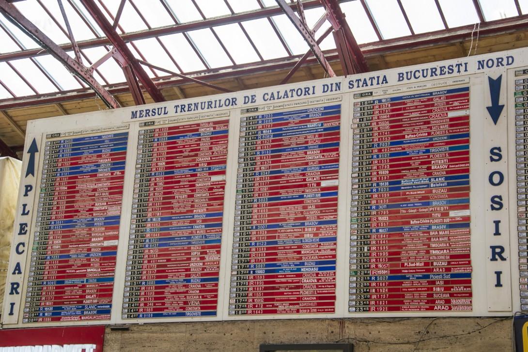 Tablica odjazdów w stacji Bukareszt Nord.