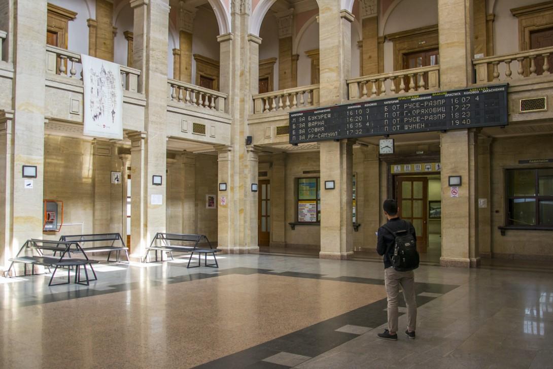 Wnętrze dworca kolejowego w Ruse.