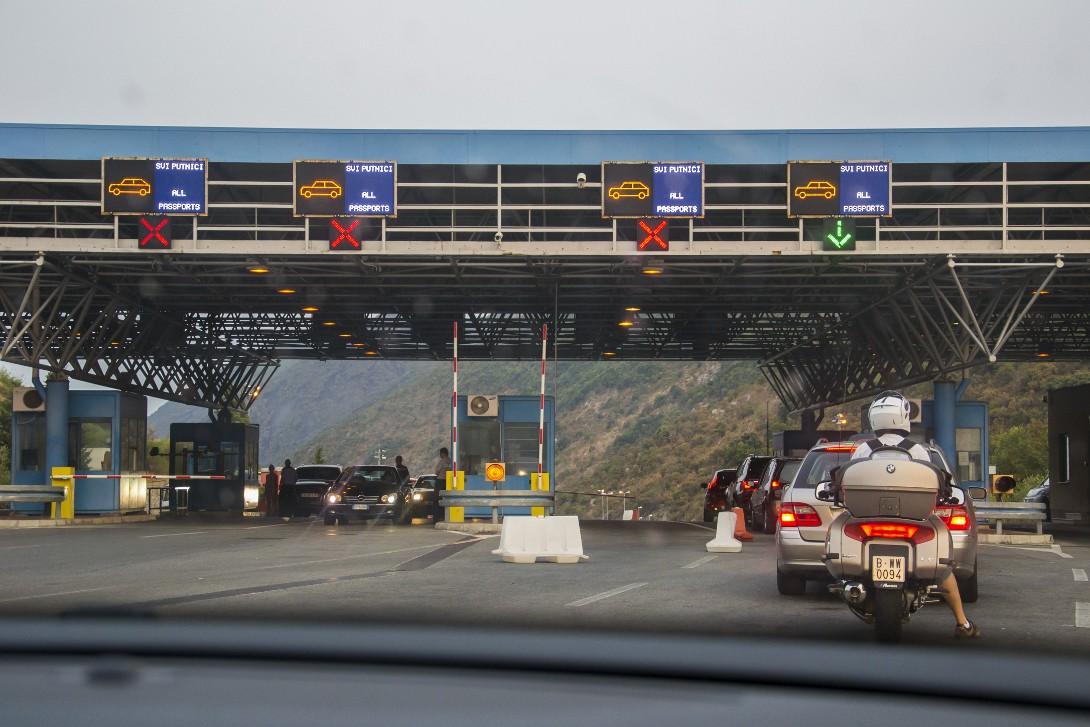 Kolejka na przejściu granicznym z Czarnogórą
