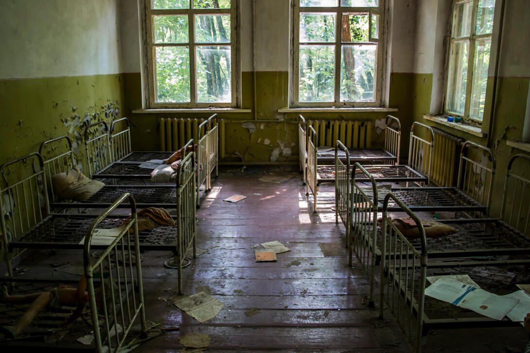Opuszczone łóżka dzieci w Czarnobylu