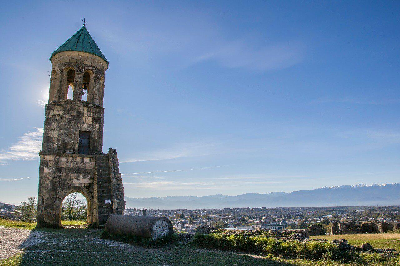 Widok z katedry Bagrati na Kutaisi w Gruzji