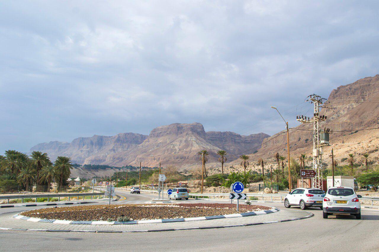 Przystanek autobusu z Jerozolimy do Ein Gedi i droga nr 90.