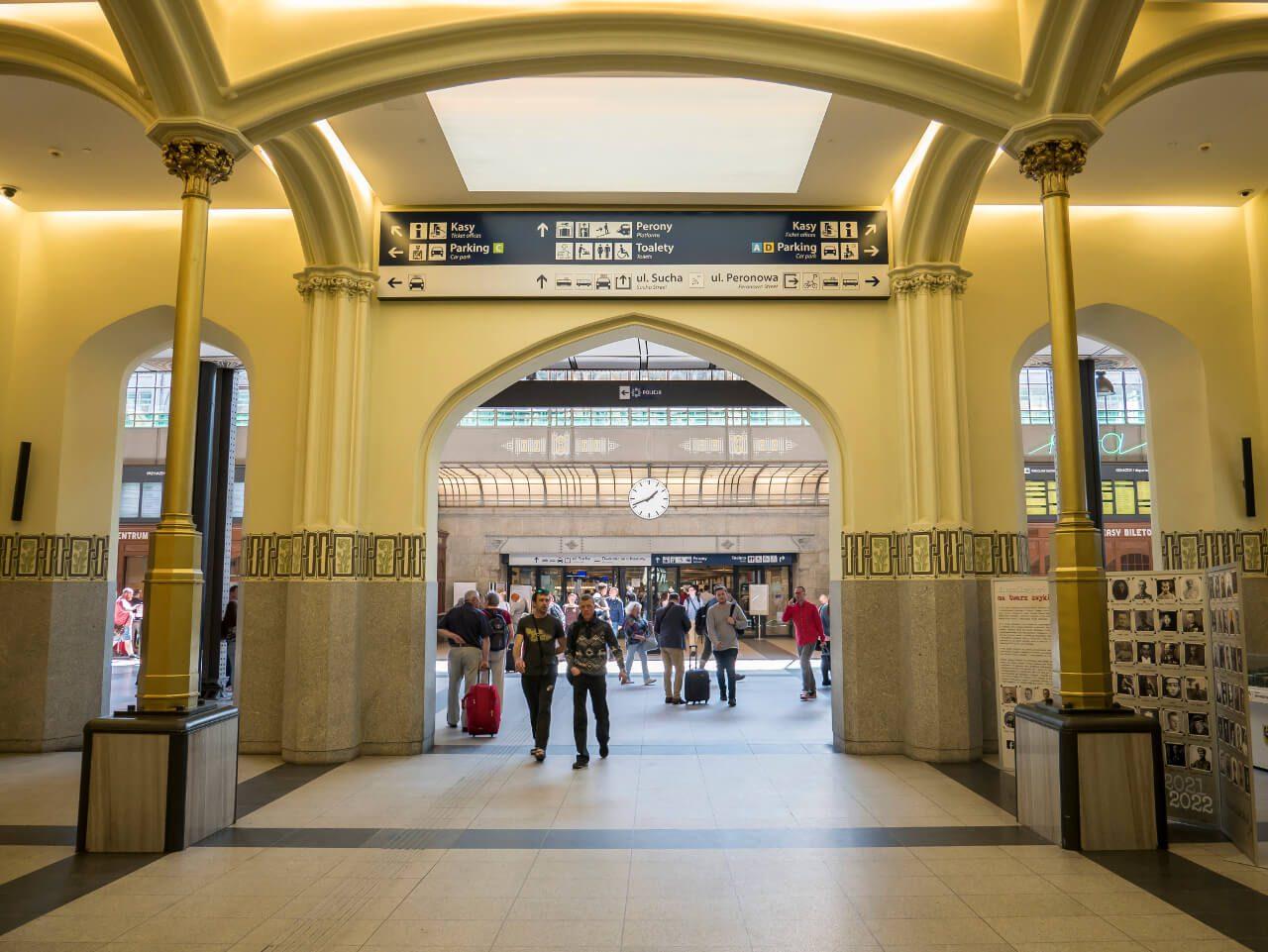 Wnętrze dworca Wrocław Główny - hol
