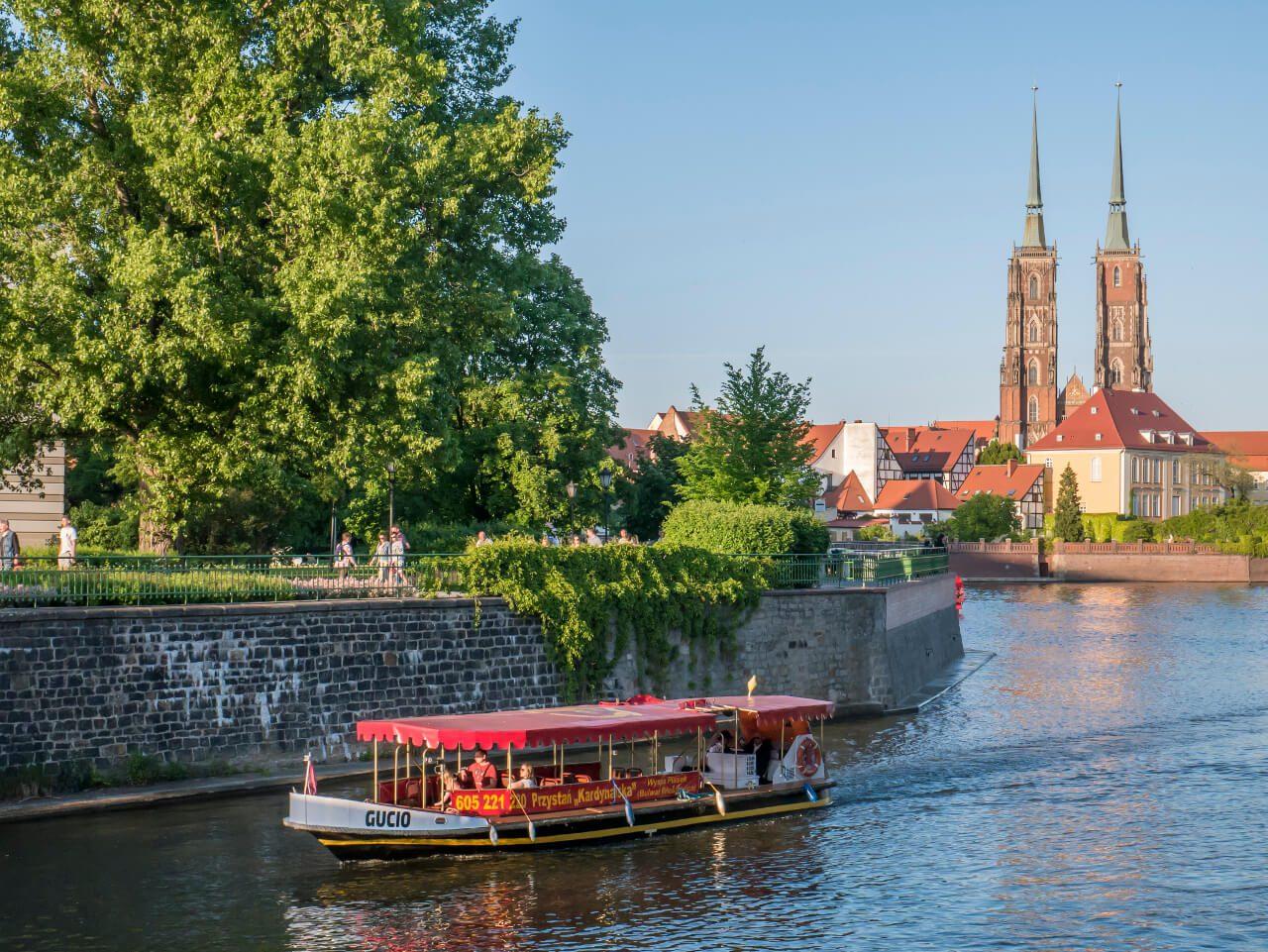 Wrocław w jeden dzień - widok na katedrę św. Jana Chrzciciela z bulwaru Xawerego Dunikowskiego
