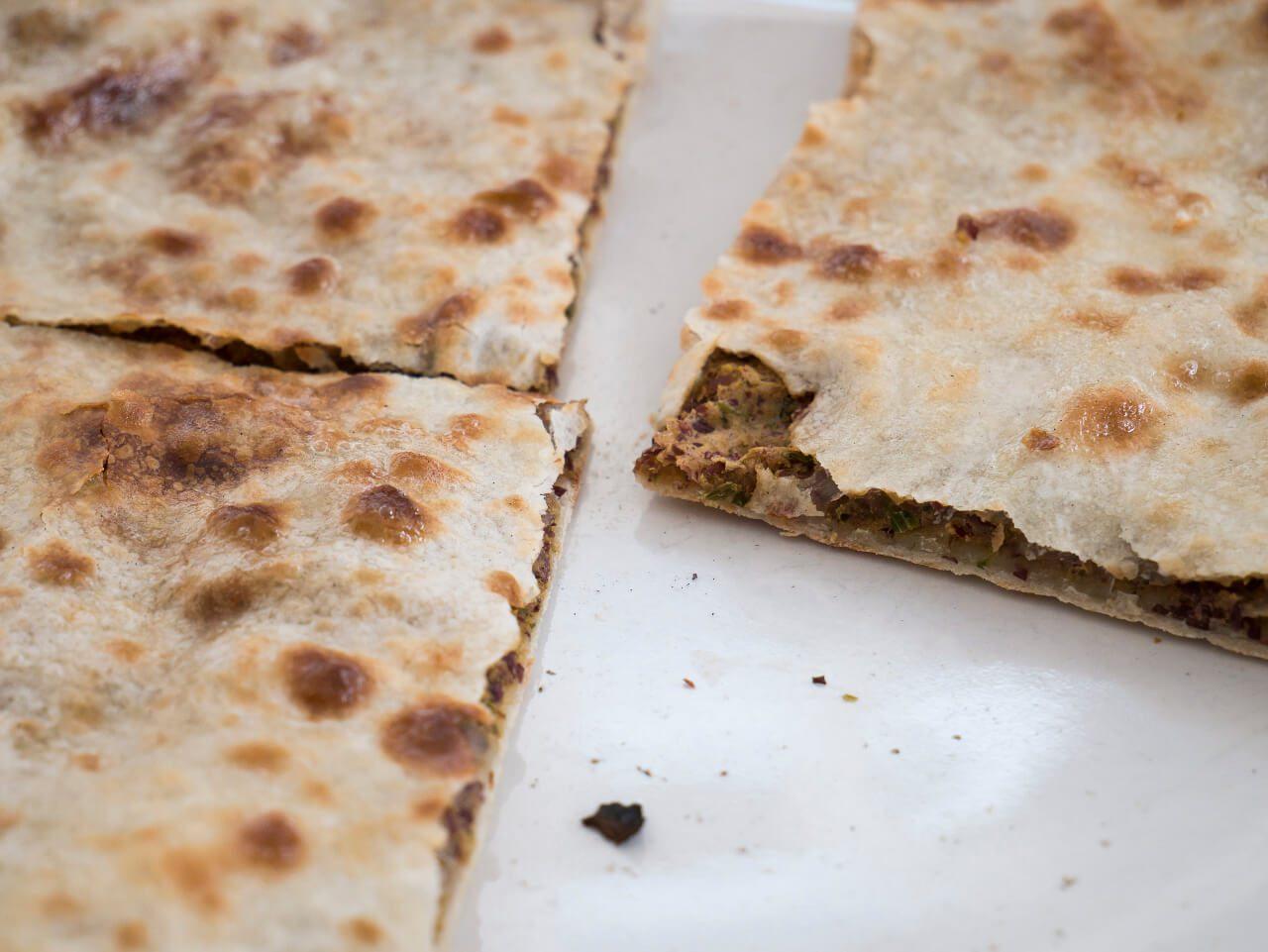 Kuchnia gruzińska - Zbliżenie na kubdari- danie kuchni gruzińskiej