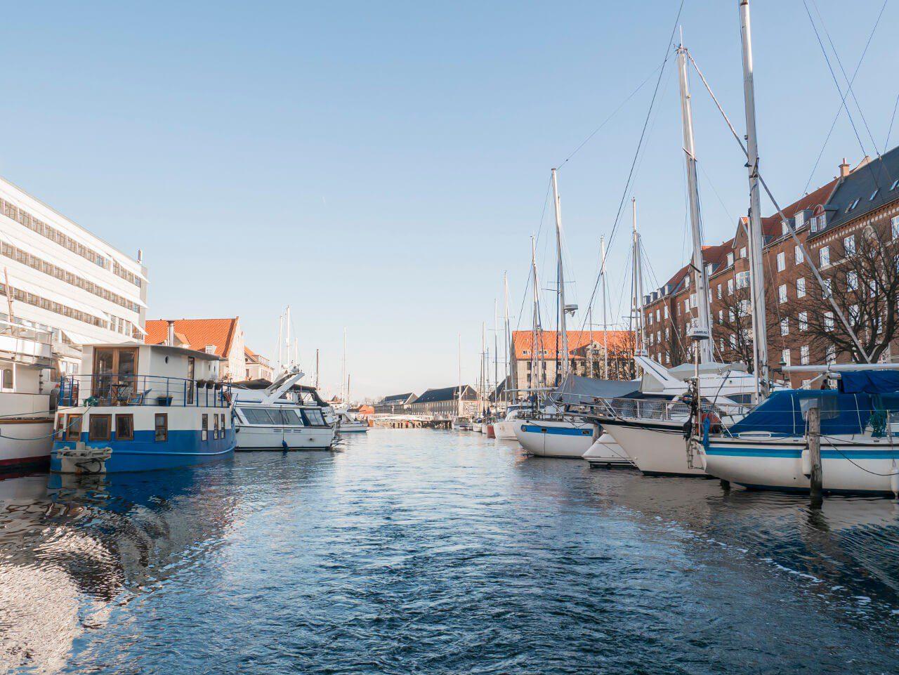 Kanały Kopenhagi podczas rejsu statkiem wycieczkowym