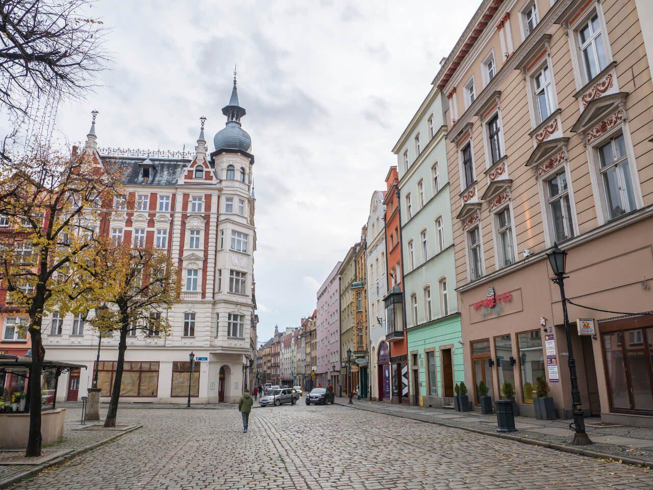 Widok na ul. Długą na rynku w Świdnicy
