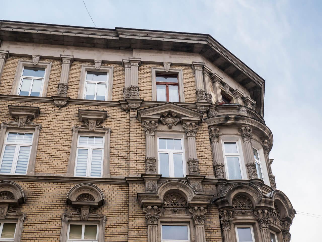Ciekawa fasada kamienicy w Świdnicy
