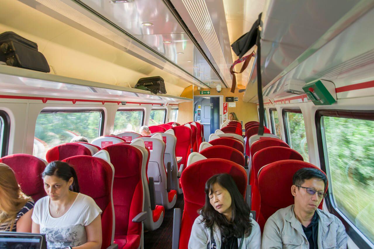 Wnętrze pociągu kolei brytyjskich
