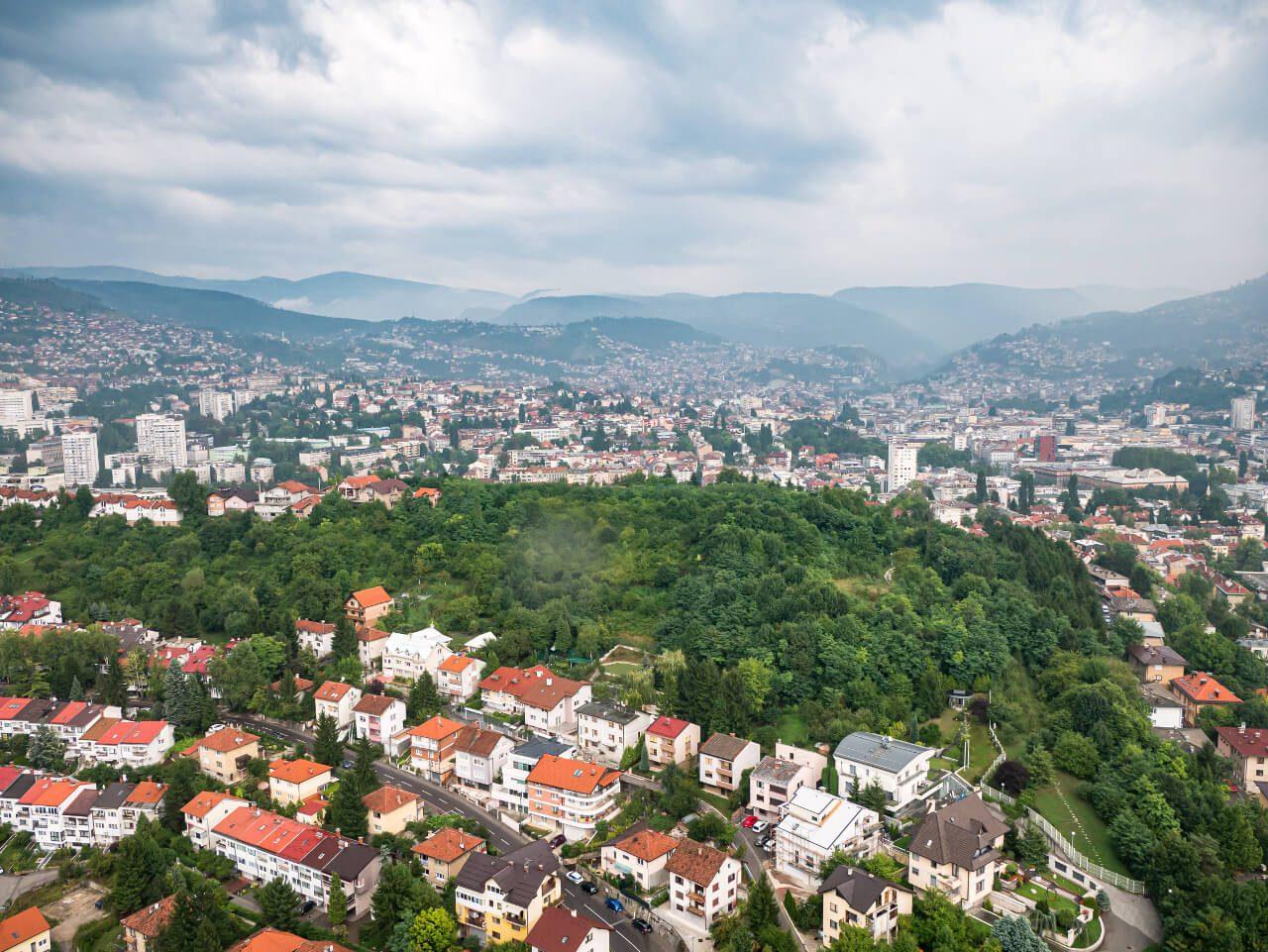 Widok na Sarajewo z tarasu widokowego Avas Twist Towet