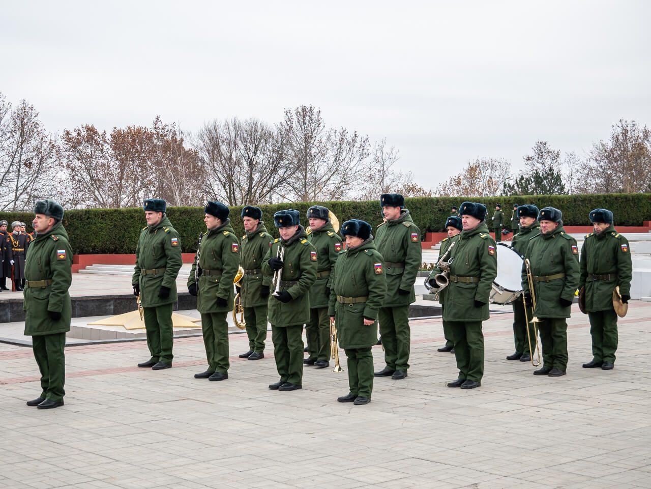 Orkiestra wojska rosyjskiego podczas uroczystości ku pamięci poległych w wojnie o niepodległość Naddniestrza