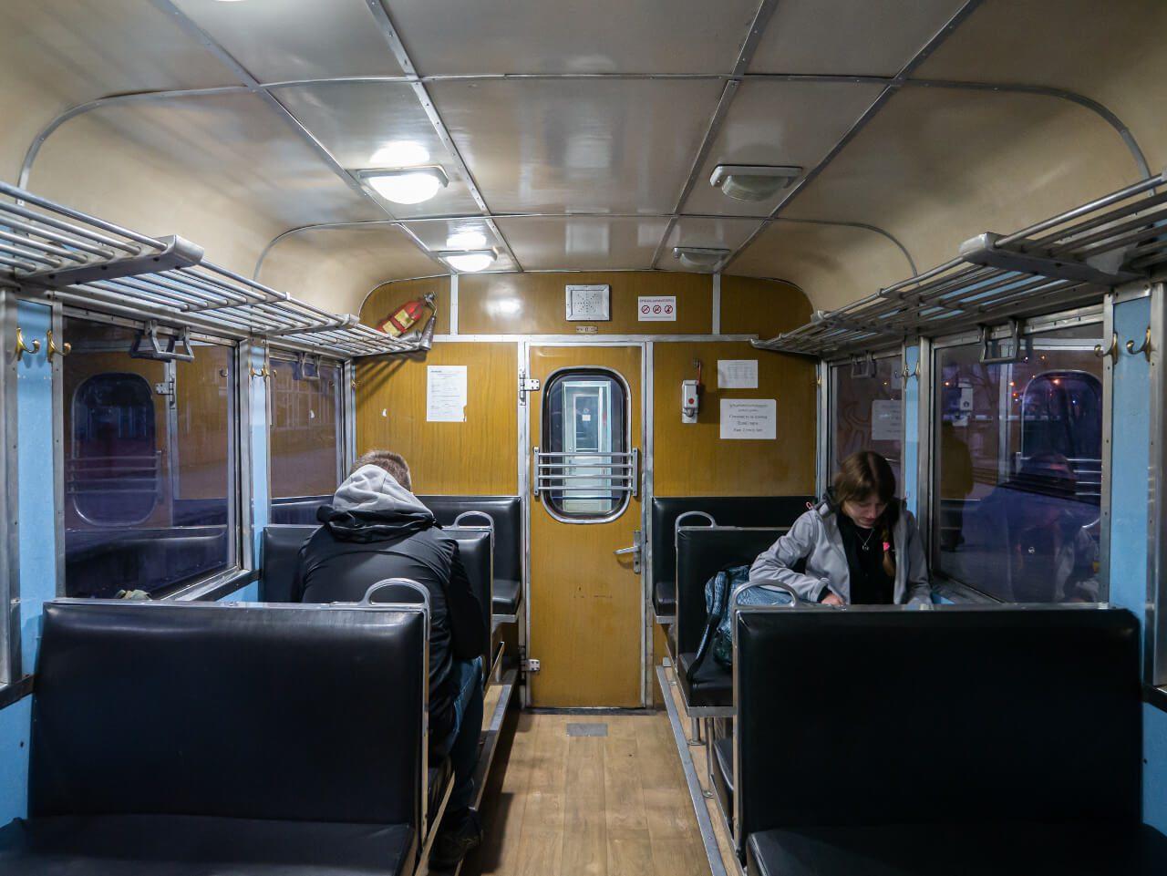 Wnętrze wagonu pociągu Borjomi - Bakuriani