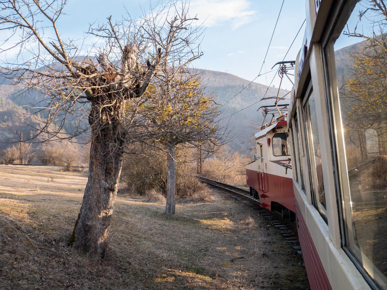 Widok na trasę pociągu do Bakuriani
