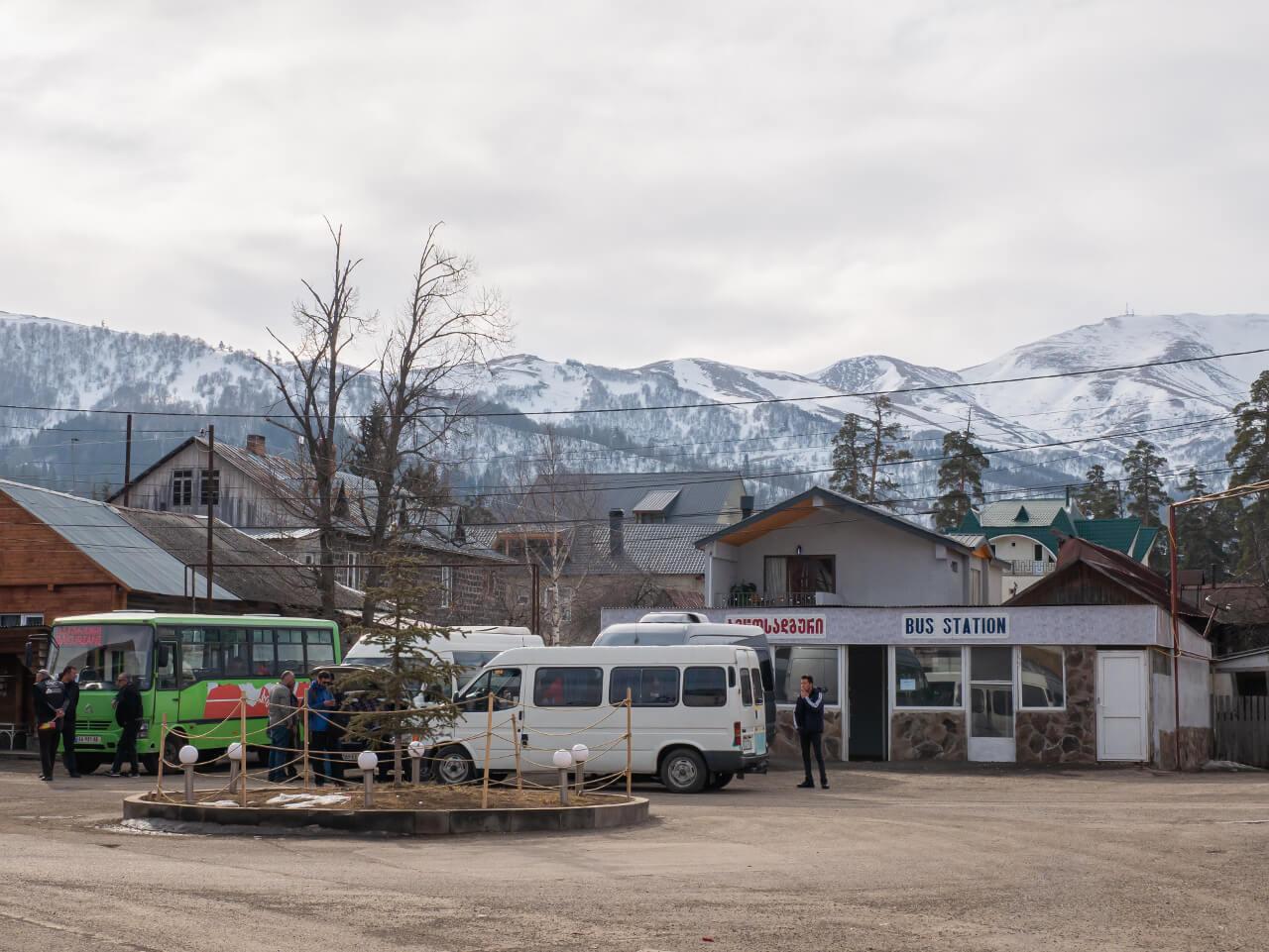 Dworzec marszrutek w Bakurani