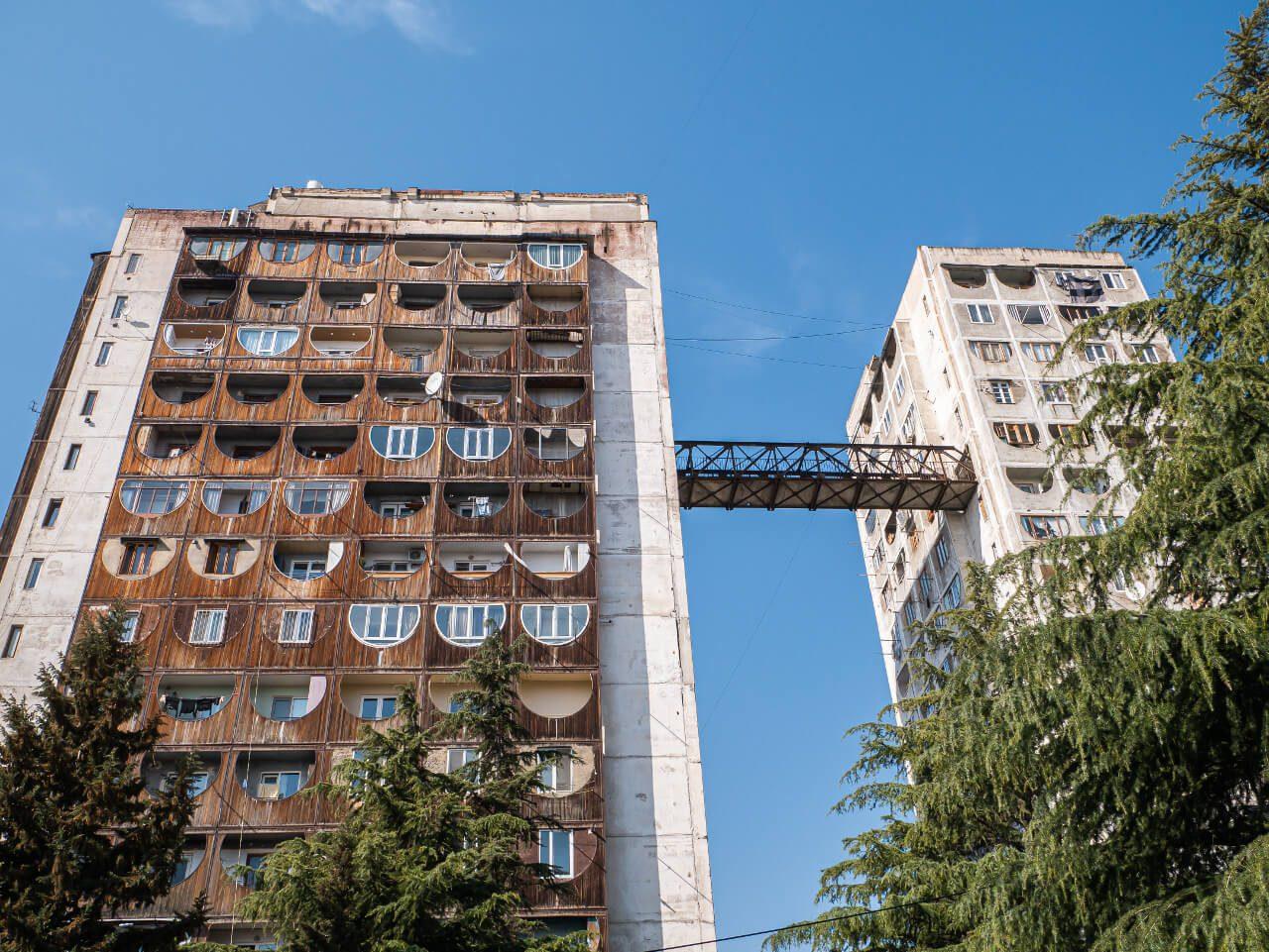 Połączenie między blokami w Nutsubidze Plato w Tbilisi