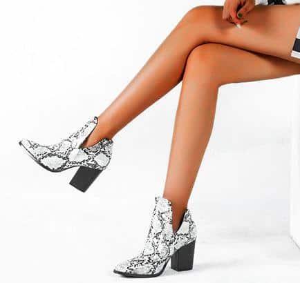 Ankle boots untuk gaun hitam