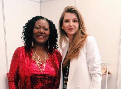 Лиз Митчелл с букинг-агентом BnMusic перед выступлением на корпоративе на Кипре