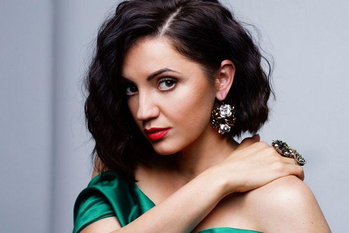 Оля Цибульская - заказать концерт в BnMusic