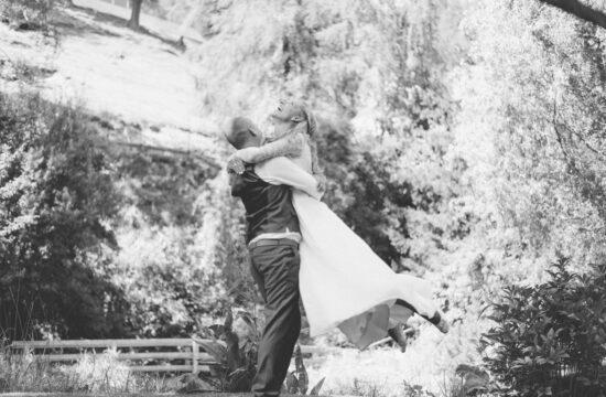 Brautpaar beim Paarshooting Hochzeitsfotograf Tirol Wedding Photographer