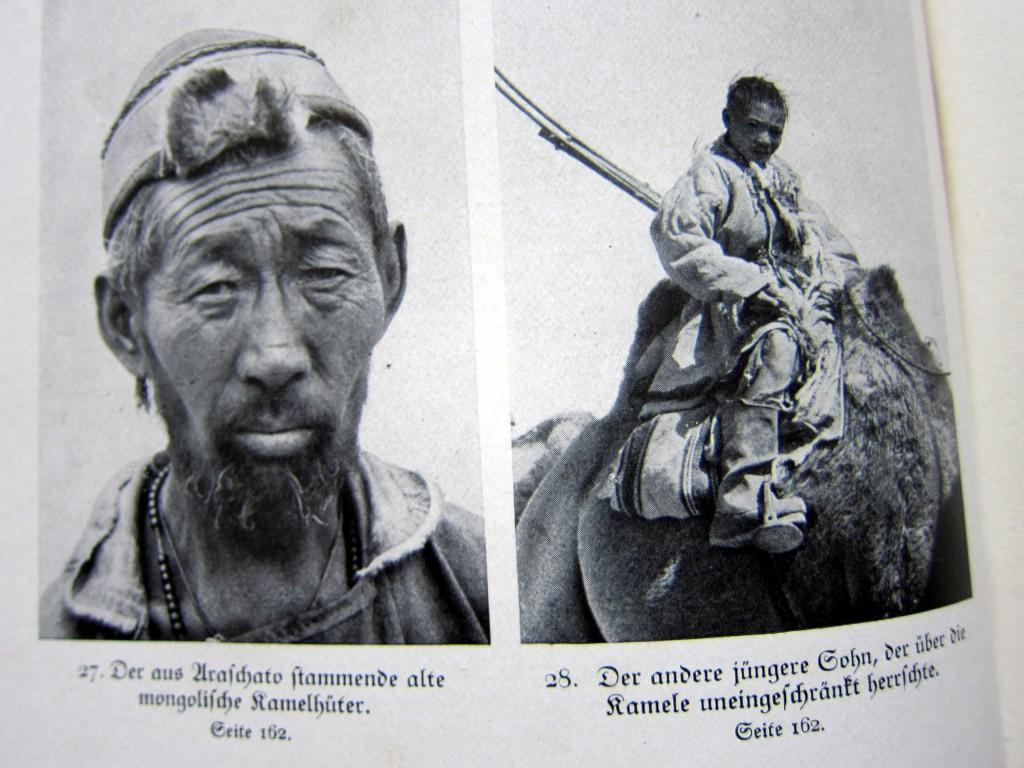 Die für die Kamele verantwortlichen Expeditionsteilnehmer
