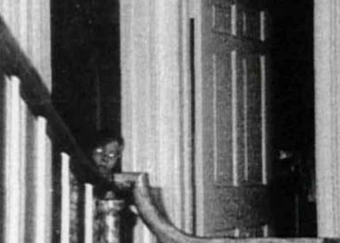 niño fantasma casa embrujada