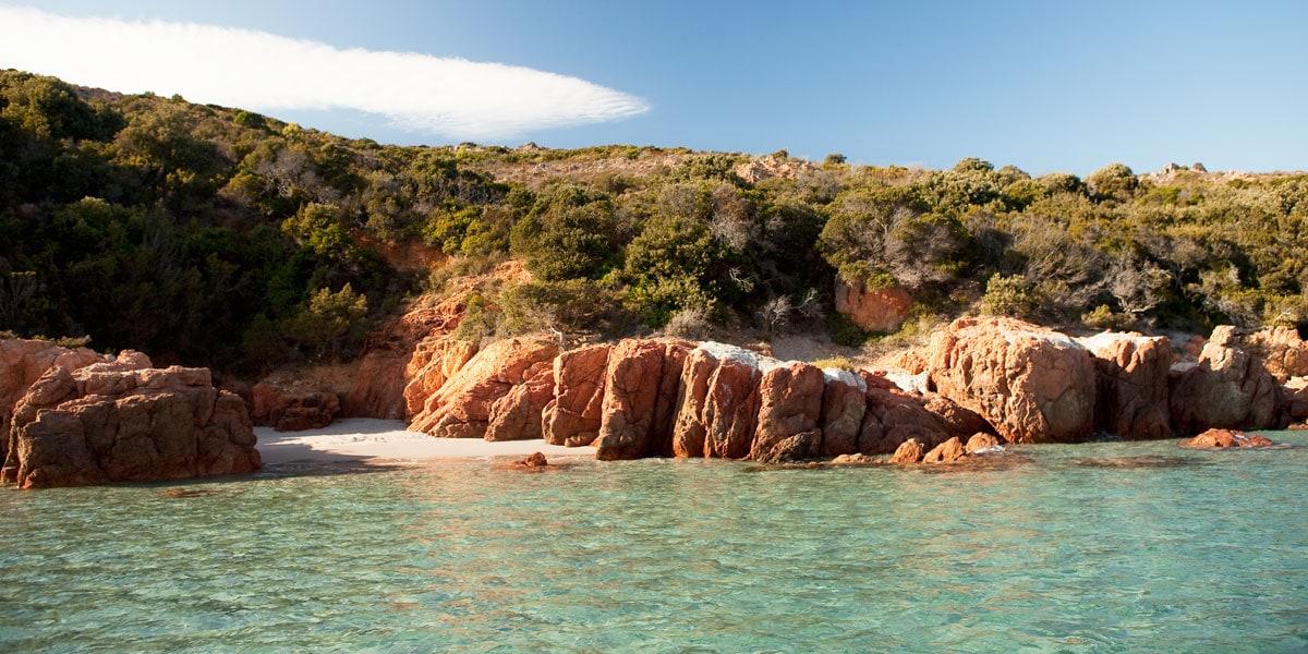 Mariage rustique chic en Corse du Sud - plage privée
