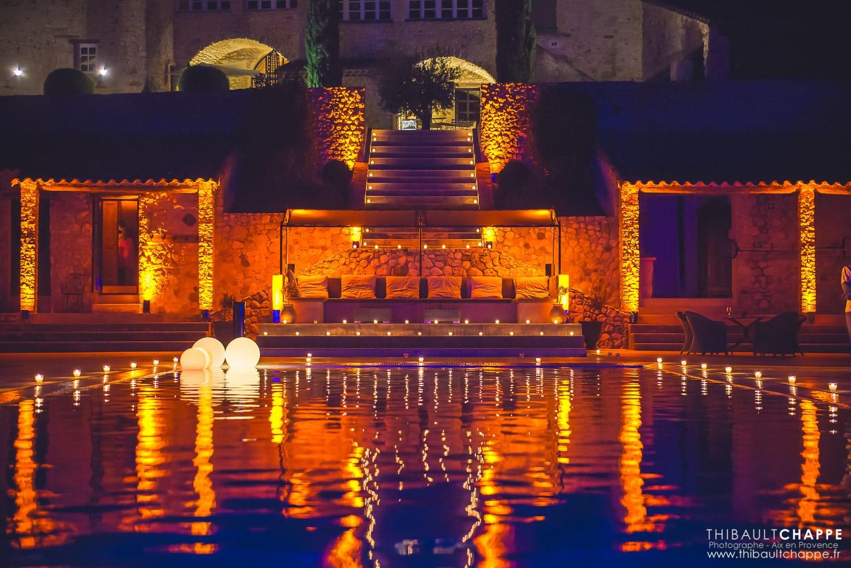SE MARIER AU BORD D'UNE PISCINE - piscine illuminée