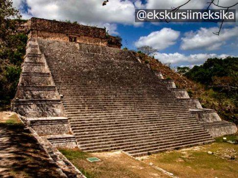 Великая пирамида Майя в Ушмаль Мексика
