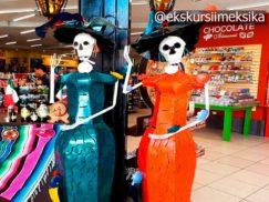Продавцы в сувенирных лавках
