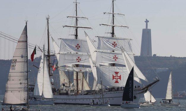 El buque escuela Sagres sigue la ruta de Magallanes