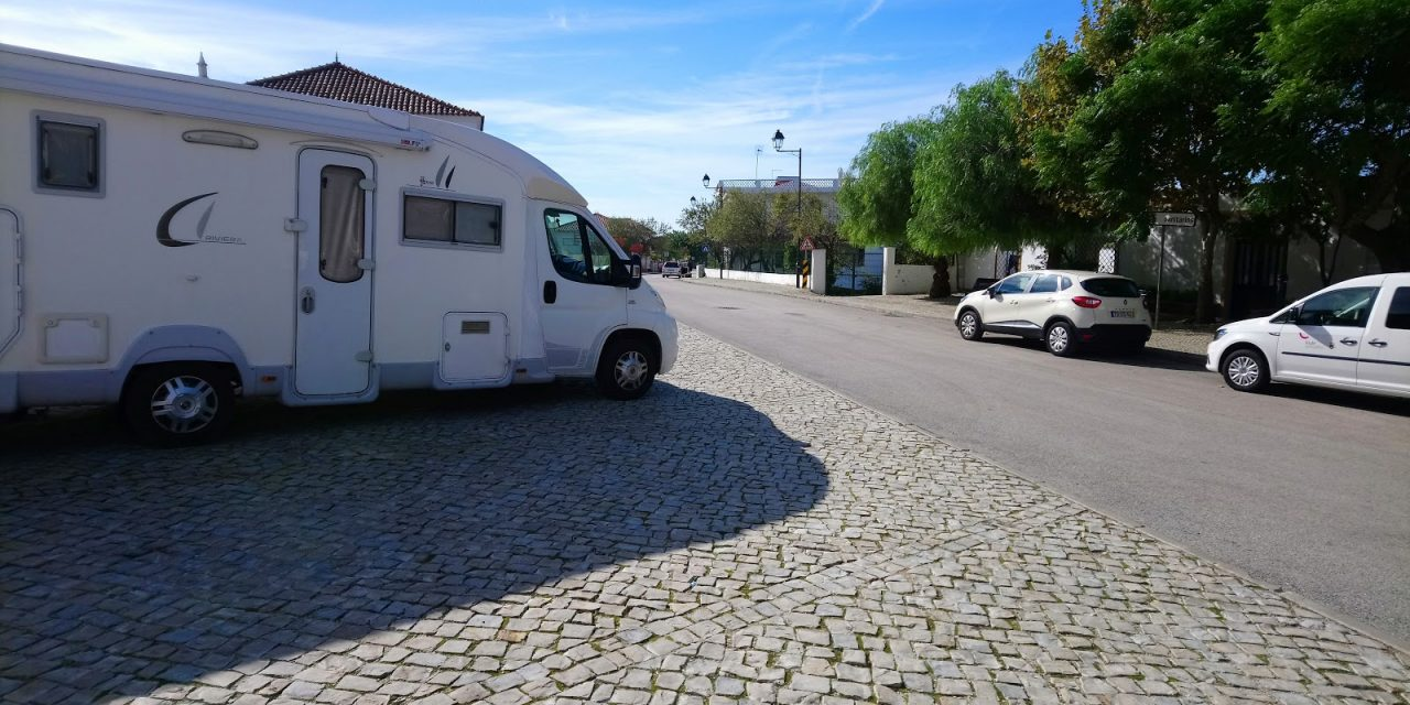 """<span class=""""entry-title-primary"""">Portugal y España permiten a las caravanas salir de la península ibérica</span> <span class=""""entry-subtitle"""">Las caravanas de europeos no-ibéricos estuvieron, durante unas horas, en un limbo jurídico</span>"""