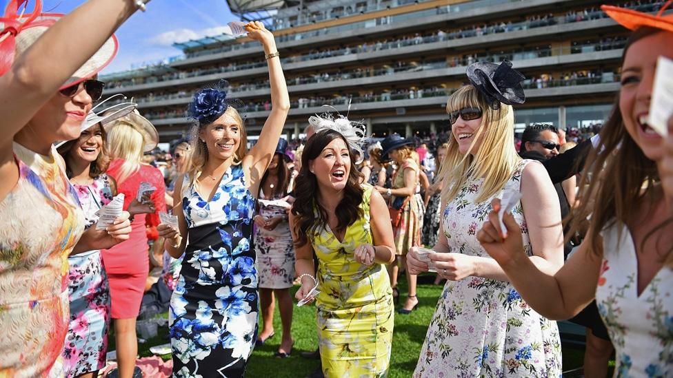 Extravaganten Hüte sind das Markenzeichen des Ladies Day in Ascot.