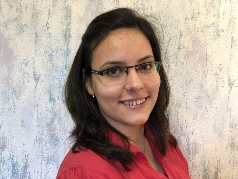 Sárándi-Kárpáti Rita : szerkesztőségi titkár
