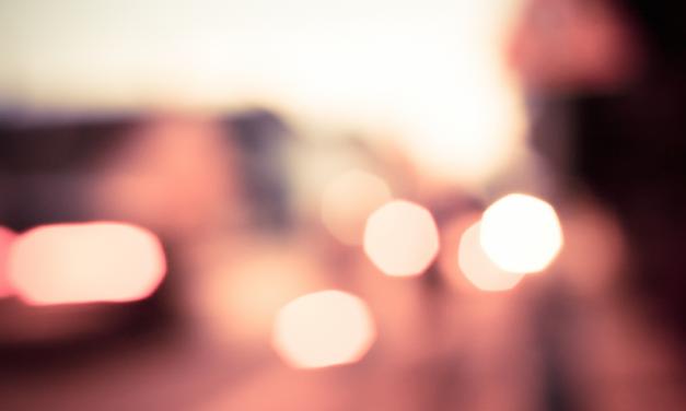 Jongere belt vaak familie of partner voor advies bij autoschade