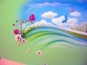 Рисунки на стенах в детской