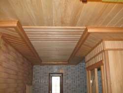 Отделать потолок деревом