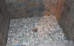 Необычная отделка полов в ванной комнате