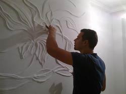 Работа над декором стен