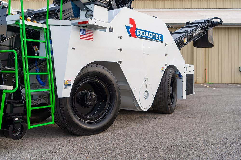 Roadtec представила новый перегружатель асфальтобетонной смеси SB-3000